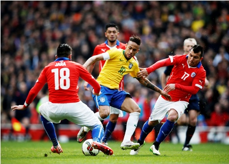 Brasil-vence-1-a-0-a-Chile--y-sigue-invicto-con-Dunga
