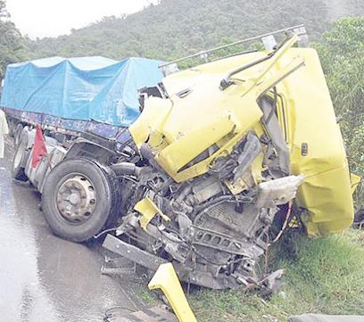 Vuelco-de-camion-deja-4-muertos-y-8-heridos-en-Cochabamba