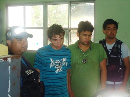 Jovenes-detenidos-por-asaltar-a-un-estudiante