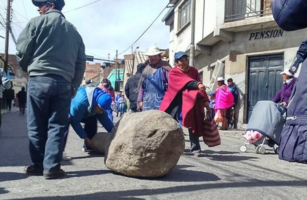 Marcha-a-La-Paz-y--bloqueo-en-paro-civico-potosinista
