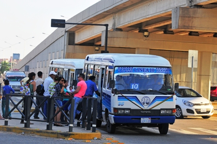 Los-viaductos-son-usados-como-parada-de-transporte