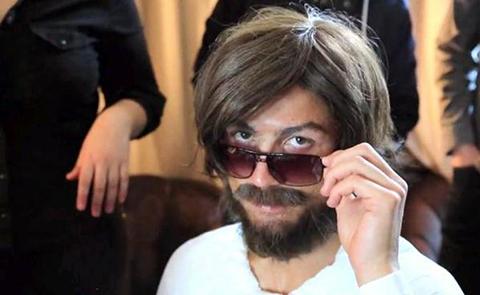 Cr7-disfrazado-de-mendigo-sorprende-jugando-en-las-calles-de-Madrid