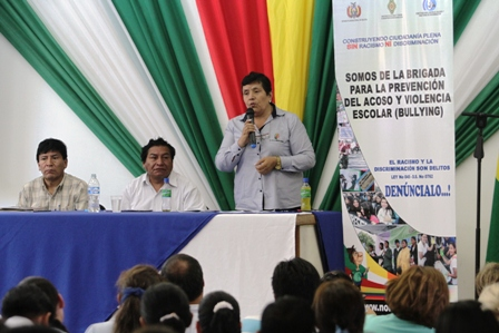Instruyen-a-colegios-incluir-sancion-contra-el-bullying