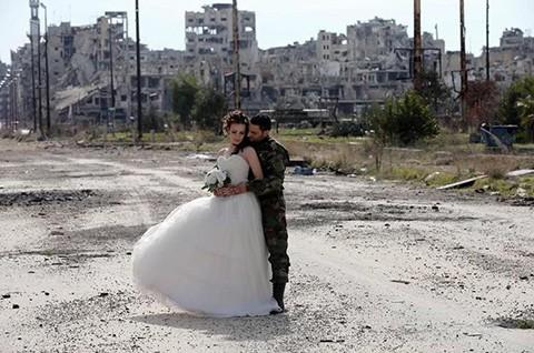 Leyes-matrimoniales-del-EI-preven-explosivos-y-armas-como-regalo-para-novias