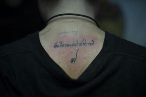 Tatuajes-en-Tailandia-en-senal-de-luto-por-el-rey