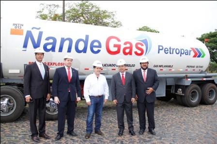 Recibe-los-primeros-once-camiones-con-GLP-boliviano