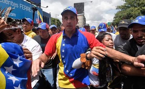 Lider-opositor-Capriles-denuncia-prohibicion-de-salir-de-Venezuela