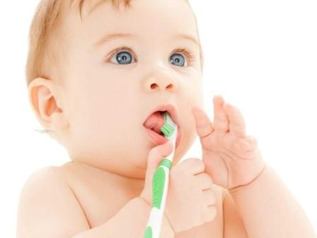 Cuide-los-dientes-de-su-bebe
