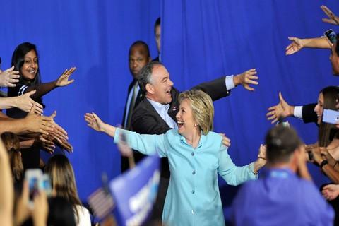Hillary-Clinton-pasara-la-noche-electoral-en-Nueva-York,-bajo-un-techo-de-vidrio