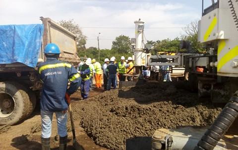 Inician-pavimentacion-de-la-nueva-doble-via-Santa-Cruz-�-Warnes