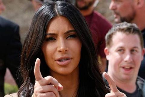 Kim-Kardashian-asaltada-en-Paris-por-falsos-policias-que-le-robaron-millones-en-joyas