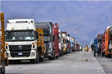 Camiones-varados-por-el-paro-en-Chile