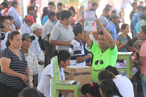 TSE-destaca-importante-participacion-de-la-poblacion-en-primera-media-jornada-de-Referendum