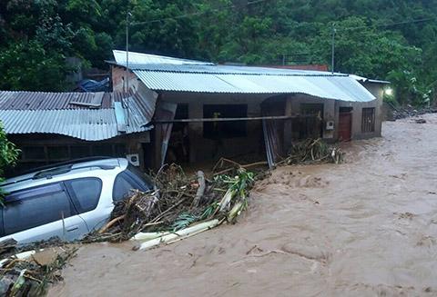 Riada-deja-un-muerto-y-al-menos-40-familias-damnificadas-en-Tipuani
