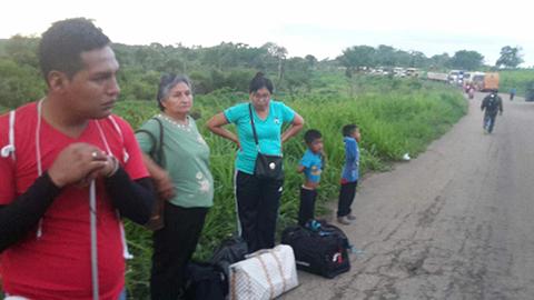 Trabajadores-de-aserraderos-de-Santa-Cruz-bloquean-carretera-al-Beni-y-la-Chiquitania