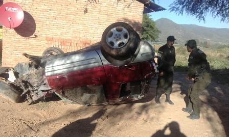 Conductor-muere-al-volcar-el-vehiculo-que-conducia