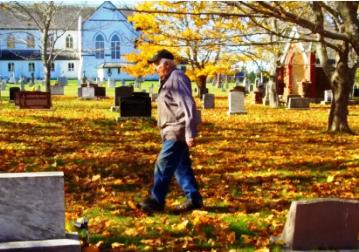 Anciano-de-90-anos-cava-su-propia-tumba