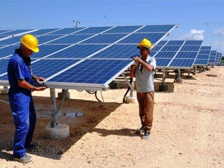 Instalaran-planta-de-energia-solar-en-Oruro