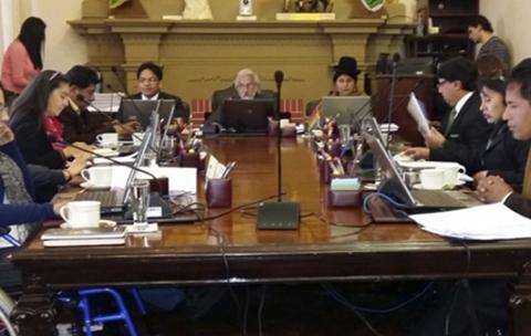 Alcaldia-pacena-aprueba-nueva-tasa-y-el-Gobierno-habla-de-impuestazo