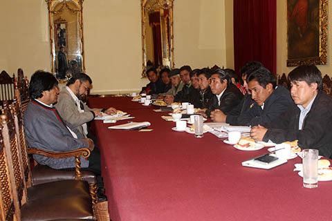 Gobierno,-empresarios-y-fabriles-debatiran-medidas-para-proteger-la-industria-nacional