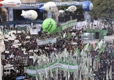 Obreros-se-unen-contra-los-ajustes-en-Argentina