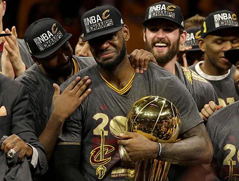 Un-LeBron-fenomenal-le-da-a-Cleveland-su-primer-titulo-de-la-NBA