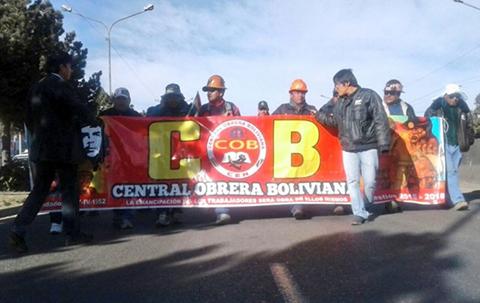 Paro-nacional-de-24-hrs-convocado-por-la-COB-inicia-con-marchas,-dinamitazos-y-bloqueos