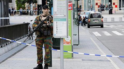 Un-hombre-con-un-falso-cinturon-de-explosivos-pone-a-Bruselas-en-estado-de-alerta