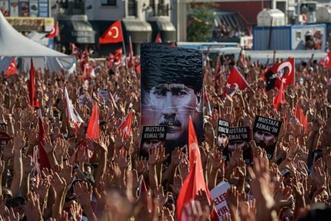 Ofensiva-contra-los-medios-en-Turquia-mientras-Erdogan-se-reune-con-la-oposicion