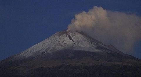 Volcan-lanza-lluvia-de-cenizas-en-varias-zonas-de-la-Ciudad-de-Mexico