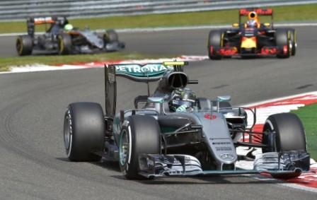 Rosberg-gana-en-Spa-y-acecha-a-Hamilton