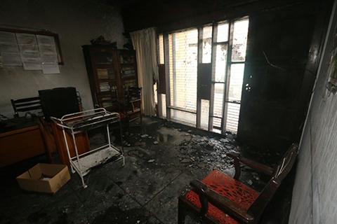 Logran-controlar-incendio-en-la-Federacion-de-maestros-en-la-calle-La-Paz