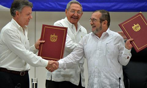 Con-pomposo-acto,-Colombia-sella-paz-con-FARC-tras-52-anos-de-guerra