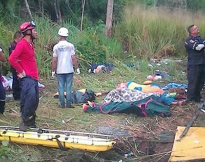 Al-menos-11-muertos-en-accidente-de-autobus-en-sur-de-Venezuela