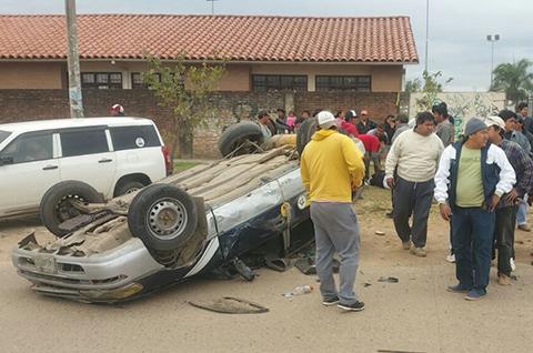 Colision-entre-una-vagoneta-y-una-moto-deja-cuatro-heridos-en-la-avenida-Tres-Pasos-Al-frente