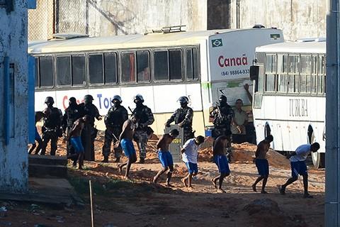 Policia-brasilena-traslada-presos-para-evitar-una-nueva-masacre-en-Natal