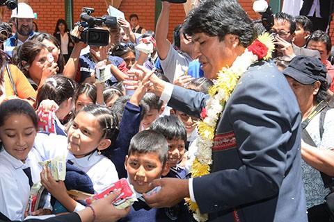 Evo-inaugurara-gestion-escolar-en-Oruro