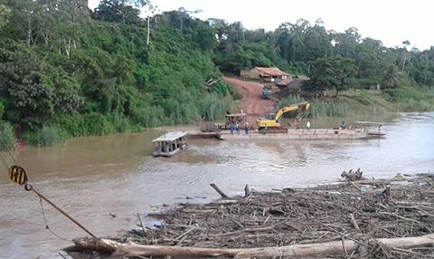 Crecida-del-rio-Beni-se-lleva-un-puente-provisional-