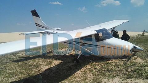 Avioneta-aterriza-de-emergencia-en-las-Lomas-de-Arena