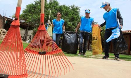 Vecinos-aprenden-a-tener--Barrios-Saludables-