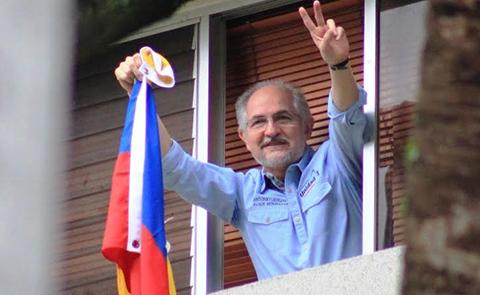 Antonio-Ledezma-escapa-de-Venezuela-tras-mil-dias-bajo-arresto-domiciliario