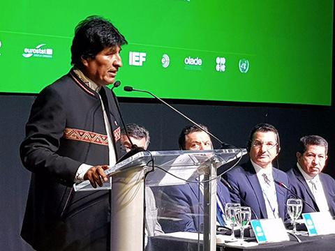 Morales-ofrece-garantias-a-inversiones-extranjeras-en-el-Foro-de-Gas