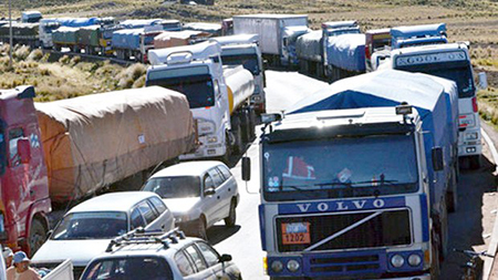 El-transporte-pesado-amenaza-con-bloqueo-de-carreteras,-sino-modifican-el-art-137-del-nuevo-CSP