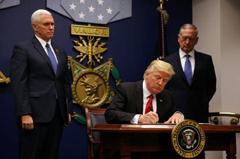 Trump-firmo-nuevo-decreto-que-bloquea-migracion-desde-seis-paises-musulmanes