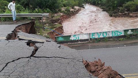 Se-desploma-puente-que-une-Santa-Cruz-con-Camiri