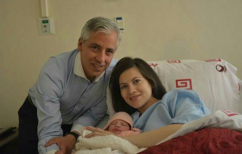 Nace-la-primera-hija-de-Claudia-Fernandez-y-el-Vicepresidente