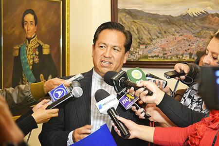 Senador-del-MAS-pide-a-familiares-del-ministro-Martinez-renunciar-a-sus-cargos