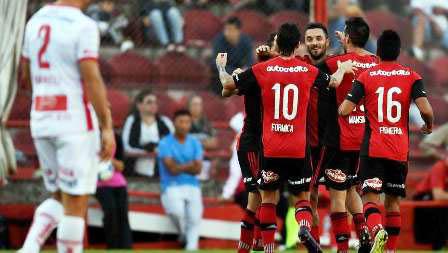 Newell-s-alcanza-en-la-cima-a-Boca-Juniors