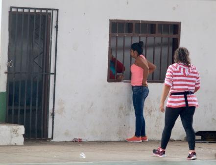 Detienen-a-dos-mujeres-por-robar-carteras
