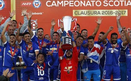 -U--de-Chile-disfruta-del-campeonato-logrado
